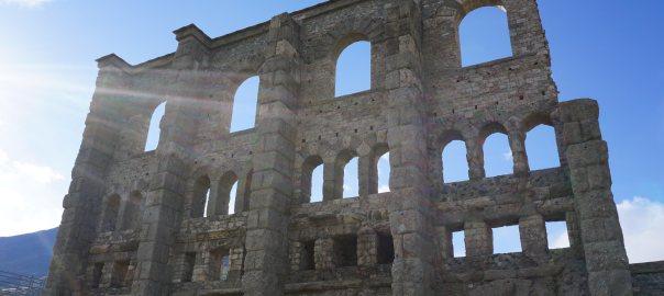 Numeri a forma di teatro romano. Aosta